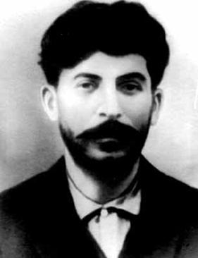 Stalin y el Partido Comunista Ruso hoy, por G.A.Ziuganov BB_stalinYoung_b